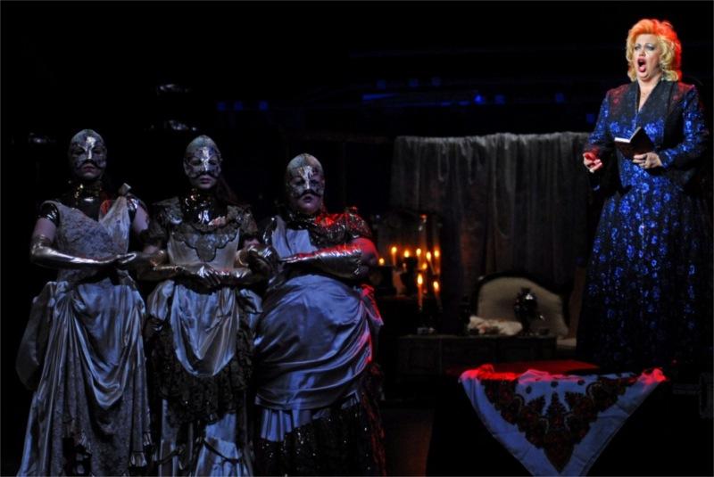 Turbo Folk, espectáculo do Teatro Praga, São Luiz Teatro Municipal, 2008, photo by José Frade