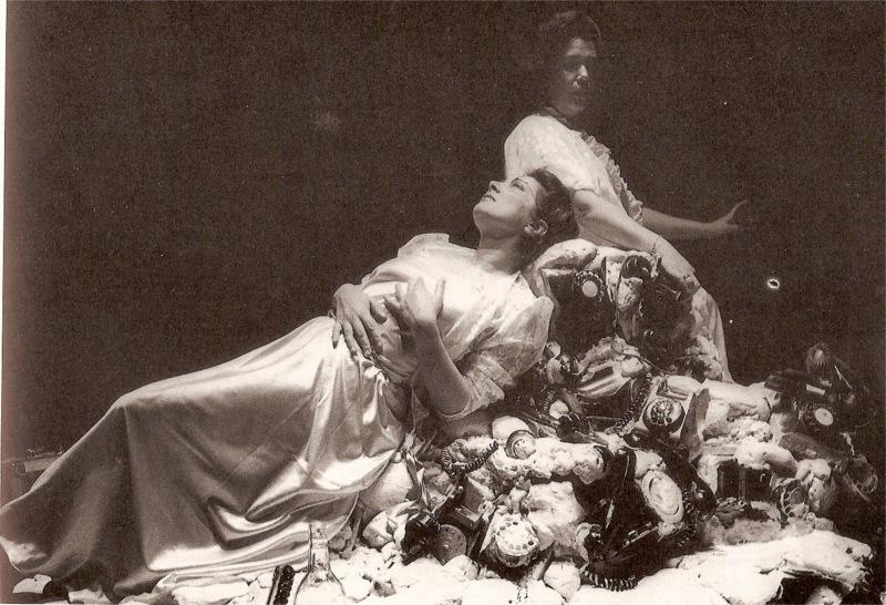 Maria Emília Correia and Márcia Breia in Estilhaços (Splinsters), Teatro O Bando, 1989@ O bando