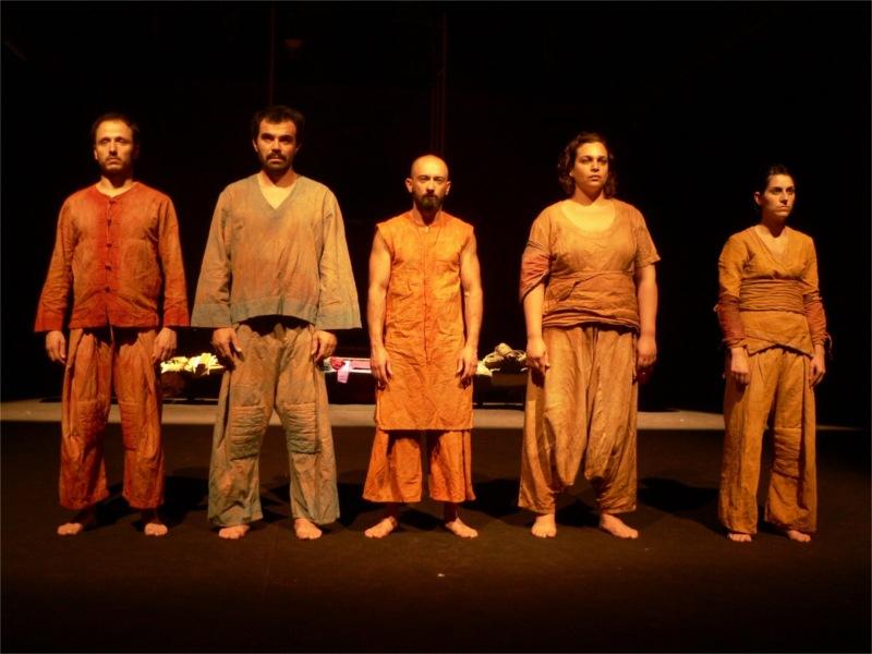Caravana (Caravan), encenação de Nuno Pino Custódio, Teatro Meridional, 2009 (Set design and costumes)