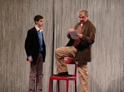Sylvain Levitte (Claude) et Pierre Alain Chapuis (Professeur Germain) dans Le garçon du dernier rang, Théâtre de la Tempête, 2009 © Antonia Bozzi