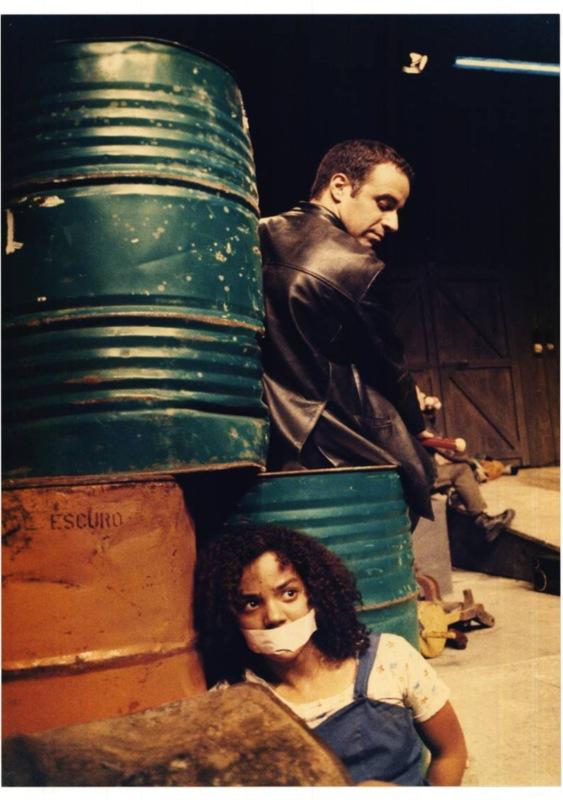 José Jorge Duarte and Catarina Matos, in Às vezes neva em Abril (Sometimes it snows in April), dir. João Lourenço, Teatro Aberto, 1998 @ João Lourenço.