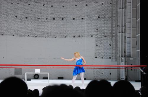 Gina Henkel (as Katharina Minola), dans Leichtes Spiel. Neun Personen einer Frau, de Botho Strauss. Théâtre: Residenz Theatre Munchen, 2009 © Patrice Pavis