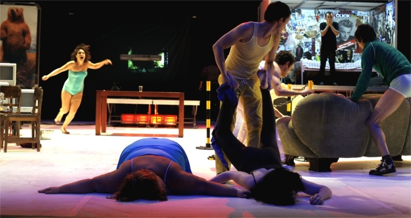 The Miser or the Last Party, espectáculo do Teatro Praga, 2007 - ensaios palco – photo by João Tuna