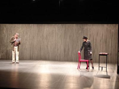 Pierre Alain Chapuis (Professeur Germain) et Isabelle Karajan (Jeanne) dans Le garçon du dernier rang, Théâtre de la Tempête, 2009 © Antonia Bozzi