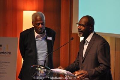 Jean Métellus (auteur dramatique) et Jean-Michel Martial (acteur, metteur en scène, organisateur du colloque et directeur artistique de la Cie l'Autre Soufle), au colloque du Théâtre de la Caraibe, au Petit Palais, Paris. Photo Migail Montlouis-Félicité, 11 novembre, 2013.
