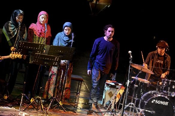 Esfandyar (Ashkan Khatibi), three choral singers and a percussionist.