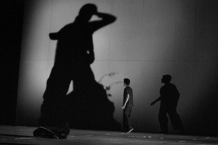Hamlet par William Shakespeare, mise en scène Yannis Leontaris, compagnie Kanigunda, Athènes, 2010.