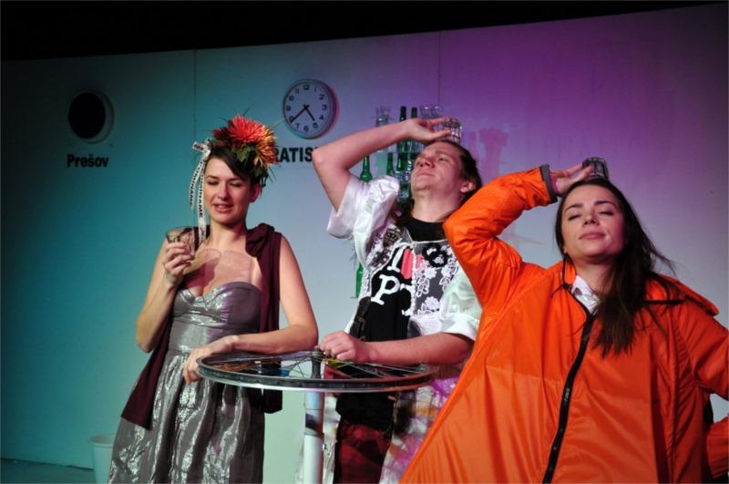 """Julia Razusova's production of Michaela Zakutanska's """"Single Radicals"""" for Presov National Theatre. Photo by Martin Razus"""