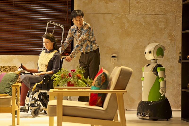 "Oriza Hirata, android play ""Three Sisters"" (2012). Photo by T. Aoki"