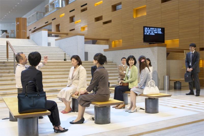 "Oriza Hirata, ""Tokyo Notes"", BeSeTo Theatre Festival 2010. Photo by T. Aoki"