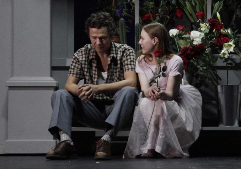 Jérôme Kirchner (à gauche) et Julie-Marie Parmentier dans « La Double Mort de l'horloger ». Photo par Richard Schroeder