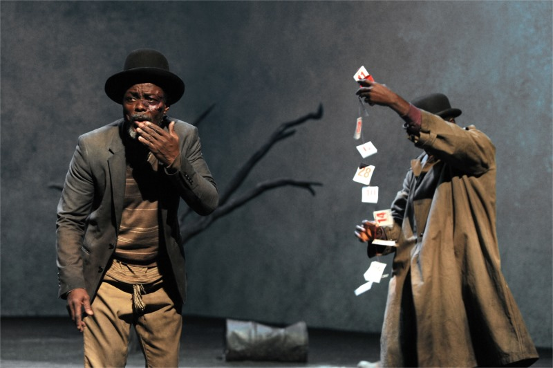 Estragon (Fargas Assandé) and Vladimir (Michel Bohiri) wait for Godot in Caen. Photo by Tristan Jeanne-Valès