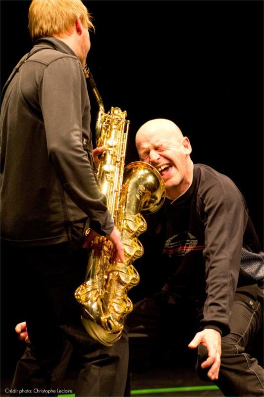 « Touche » est un dialogue entre le musicien Damien Hennicker et l'acteur Fabio Alessandrini. Photo by Christophe Leclaire