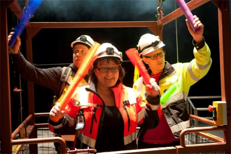 Hey-ho! The cheerful engineers having fun in the lift (Heikki Pitkänen, Sari Mällinen, Markku Maalismaa). Photo by Stefan Bremer