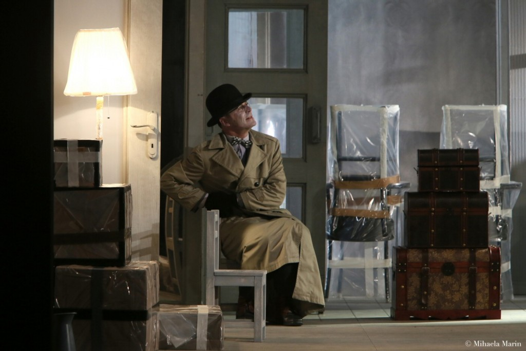 The New Tenant by Eugène Ionesco, directed by Tompa Gábor (Hungarian Theatre of Cluj, Romania) © Mihaela Marin