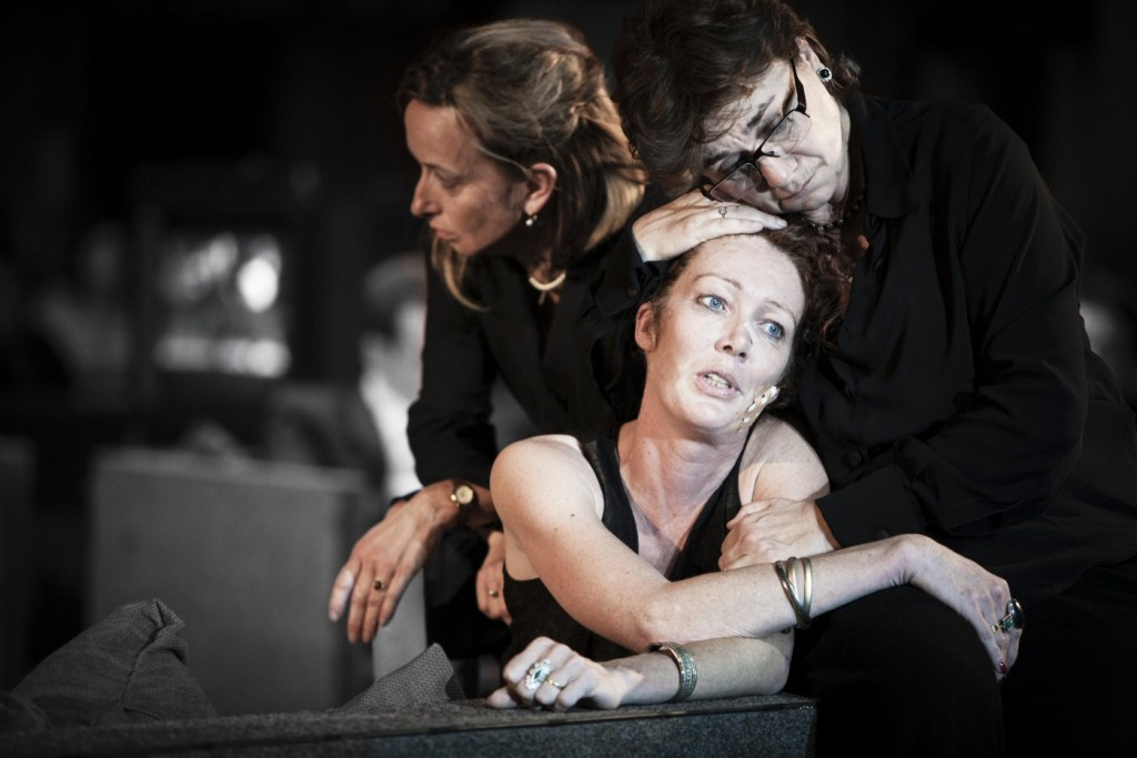 """Roman Tragedies"" with (left to right) Marieke Heebink, Chris Nietvelt and Frieda Pittoors. Photo by Jan Versweyveld"