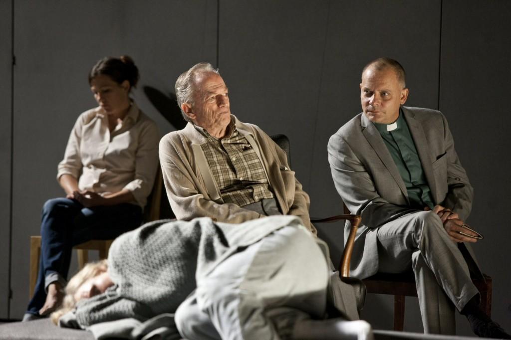 Sofi Helleday, Åke Lundqvist, Gerhard Hoberstorfer and others in 3.31.93. Premiered at Klarascenen, August 23, 2013. Photo: Petra Hellberg
