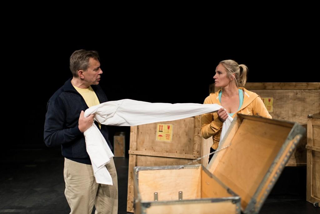 New neighbours (Pekka Valkeejärvi, left, and Laura Malmivaara) quarrel over the possession of old linen. Photo by Noora Geagea
