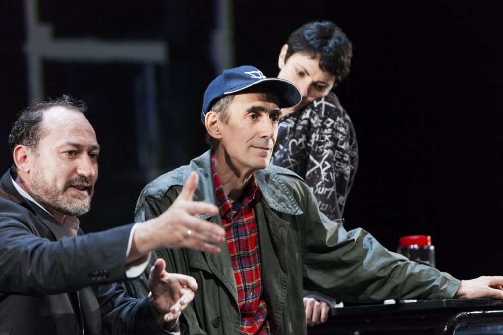César Sarachu, Daniel Albaladejo et Elena Rayos dans Reykjavik. Photo par Sergio Parra