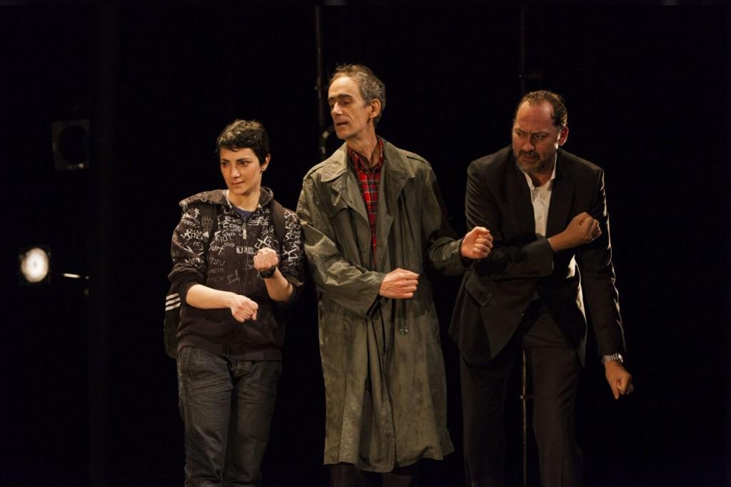 Elena Rayos, Daniel Albaladejo et César Sarachu dans Reykjavik. Photo par Sergio Parra