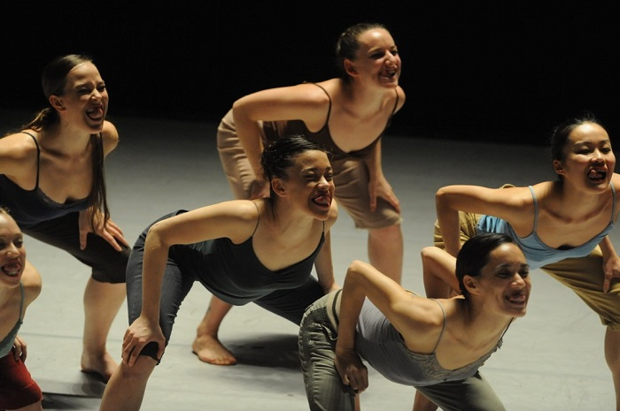Batsheva Dance Company, choreography: Ohad Naharin: Three. Photo byline Batsheva: Gadi Dagon