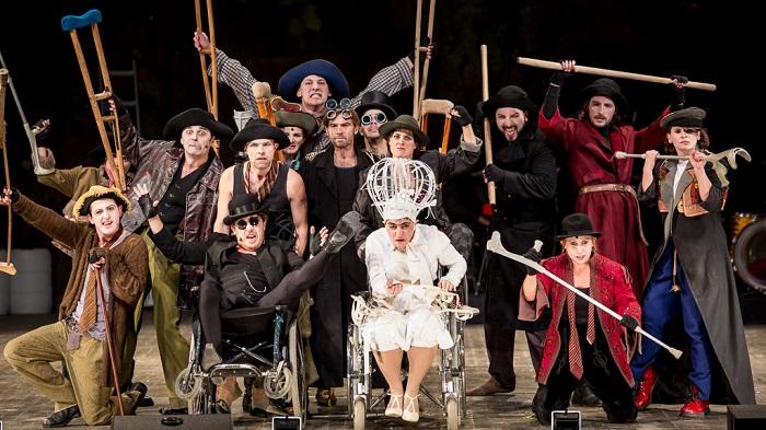 Actors take over The Beggar's Opera in Timişoara. Photo by Márton Bíró
