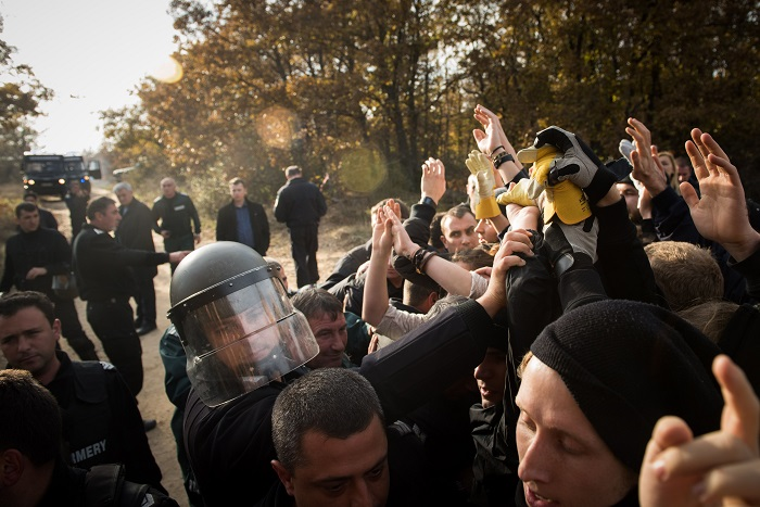 Participants' encounter with Bulgarian police forces at the Turkish-Bulgarian border.
