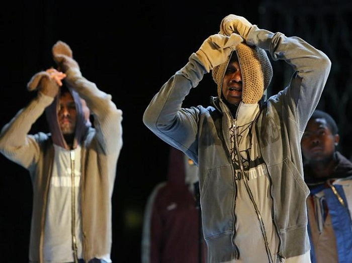Refugees on stage in Die Schutzbefohlenen. Photo: dpa/Stephanie Pilik