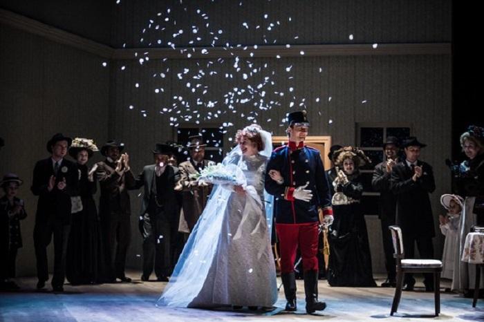 The spinster (Hana Tomáš Briešt'anka) marries her officer (Martin Siničak) in Oil Lamps.