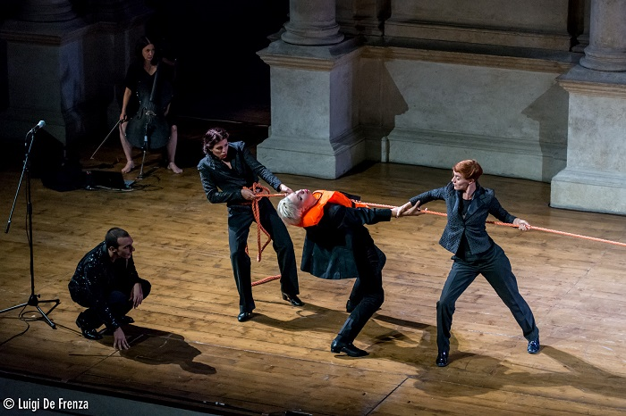 On the extraordinary stage of Teatro Olimpico di Vicenza, the dancers of Balletto Civile in Before Break fight and play with a sailor's rope to save themselves. Direction and choreography by Michela Lucenti. Photo by Luigi de Frenza