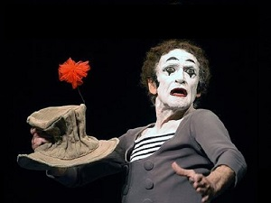 Performing in Mask:  Michael Chekhov's Pedagogy, <em>Commedia</em> and Mime