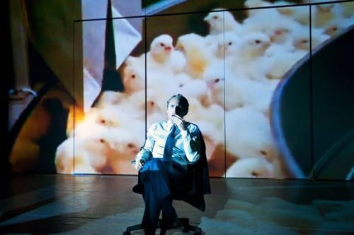 Zoo Théâtre,  spectacle Money! Photo : Antonio Gomez Garcia
