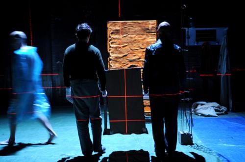 Gaël Baron, Jean-Christophe Vermot-Gauchy et Marion Casabianca dans Observer Courtesy © Théâtre de Gennevilliers