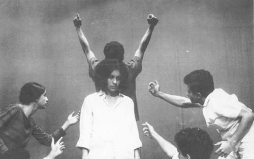 2 Gal Costa, Maria Bethânia, Caetano Veloso, Gilberto Gil, Tom Zé e Pitti in Arena conta Bahia (Arena tells Bahia), São Paulo, 1965 © Augusto Boal Archive UNIRIO
