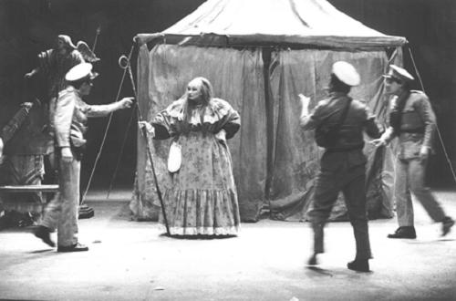 22 Erendira, adapted from Gabriel García Márquez's novel and directed by Boal, at the Théâtre de L'Est Parisien, Paris, 1983 @ Jacques Gayard (Courtesy of Augusto Boal Archive UNIRIO)