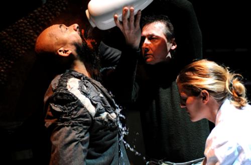 Frédéric Leidgens, Jean-Christophe Vermot-Gauchy et Gaël Baron dans Observer Courtesy © Théâtre de Gennevilliers