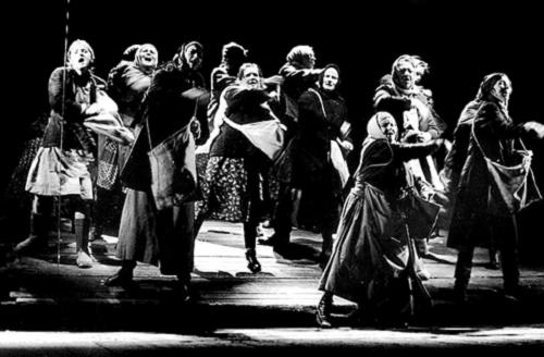 Frères et sœurs d'apres Fiodor Abramov, mise en scène de Lev Dodine, 1985, Petit Théâtre dramatique de Leningrad. Droits réservés.