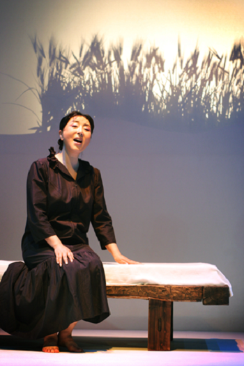 Soung-Nyo Kim in Fairy in the Wall. June 10, 2005 at Chungdam-Urim Theatre © Courtesy Michoo Company.