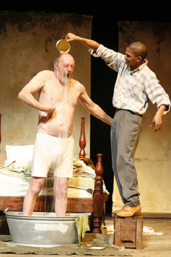 Marius Weyers and Christo Davids in Booitjie © Courtesy of the Baxter Theatre