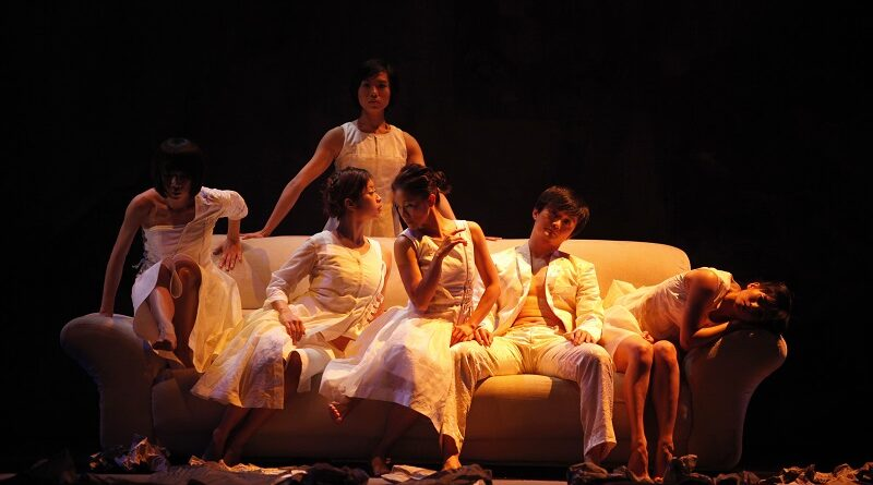 Hybrid Nativism and Postcolonial Subjectivity in the Work of Hong Kong Choreographer Helen Lai