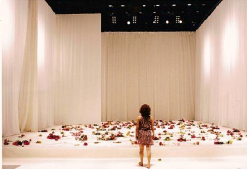 Lucia Sigalho in Dedicatorias, Sensurround, 2000 © Joao Tuna