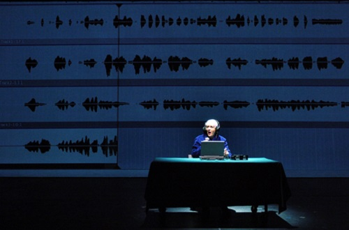 Frédérike Bédard dans Lipsynch, Dir. Robert Lepage © Érick Labbé