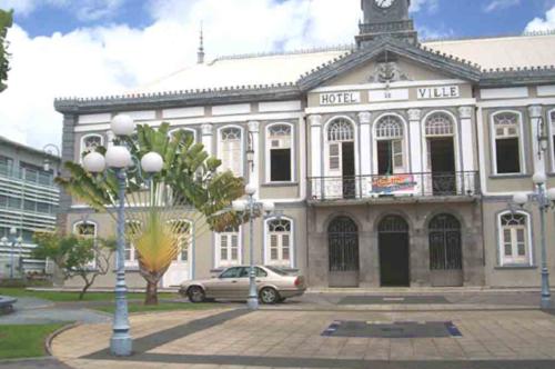 Théâtre Aimé Césaire, lieu des manifestations théâtrales du Festival Culturel de Fort de France, Martinique © Alvina Ruprecht