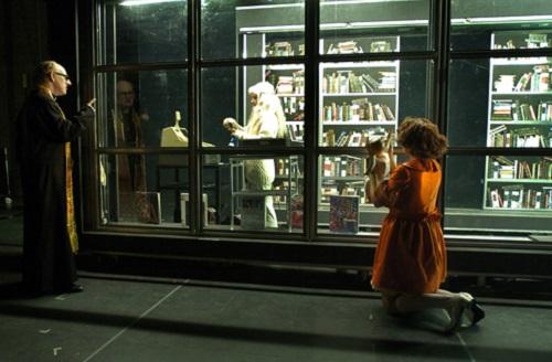 John Cobb, Lise Castonguay, Nuria Garcia, dans Lipsynch, Dir. Robert Lepage © Érick Labbé