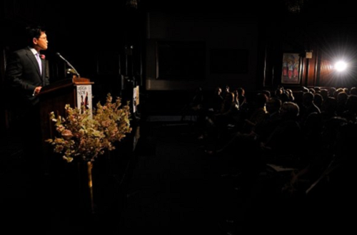 Randy Gener giving a speech at the Nathan Award © Josh Gerritsen