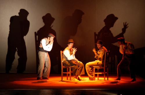 Para além do Tejo (Au-delà du Tage), Mise en scène: Miguel Seabra. Production : Teatro Meridional, 2004 © Rui Mateus & Patrícia Poção