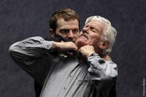 Frédéric Giroutru et Jean-Claude Jay dans Jours souterrains d'Arne Lygre. Mise en scène Jacques Vincey. Au Studio Théâtre à Vitry, 2011 © Pierre Grosbois