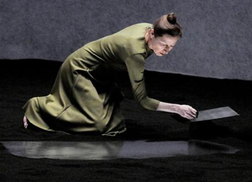 Jours souterrains d'Arne Lygre. Mise en scène Jacques Vincey. Au Studio Théâtre à Vitry, 2011 © Danica Bijeljac