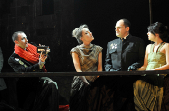 Figure 11 : Christian Michaud (Caligula), Ansie St-Martin (Caesonia), Nicolas Létourneau (Mucius), Krystel Descary (femme de Mucius)