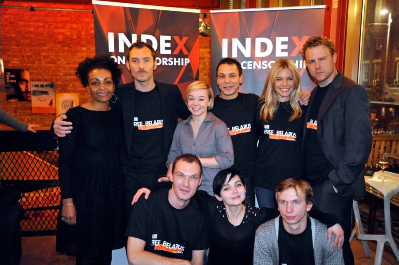 Belarus Free Theatre actors (Denis Tarasenka, Marina Yurevich, Yana Rusakevich, Oleg Sidorchik, Pavel Gorodnitski) together with Adjoah Andoh, Jude Law, Sienna Miller and Sam West at the Young Vic Theater, December 2010 © Keith Pattison (U.K.)